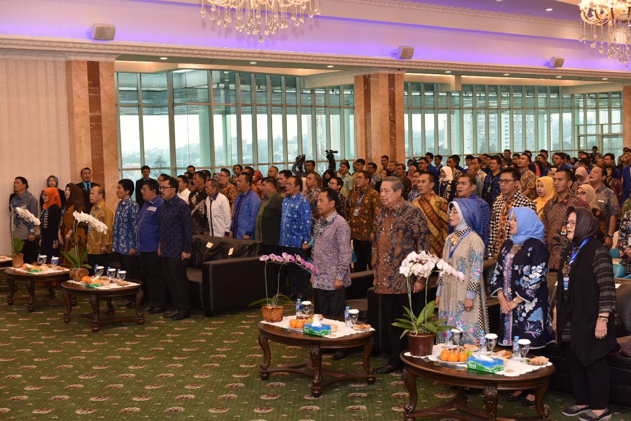 Penganugrahan Bapak Susilo Bambang Yudhoyono sebagai Bapak Pembangunan Pendidikan Teknologi Informasi Indonesia (Foto ke-4)