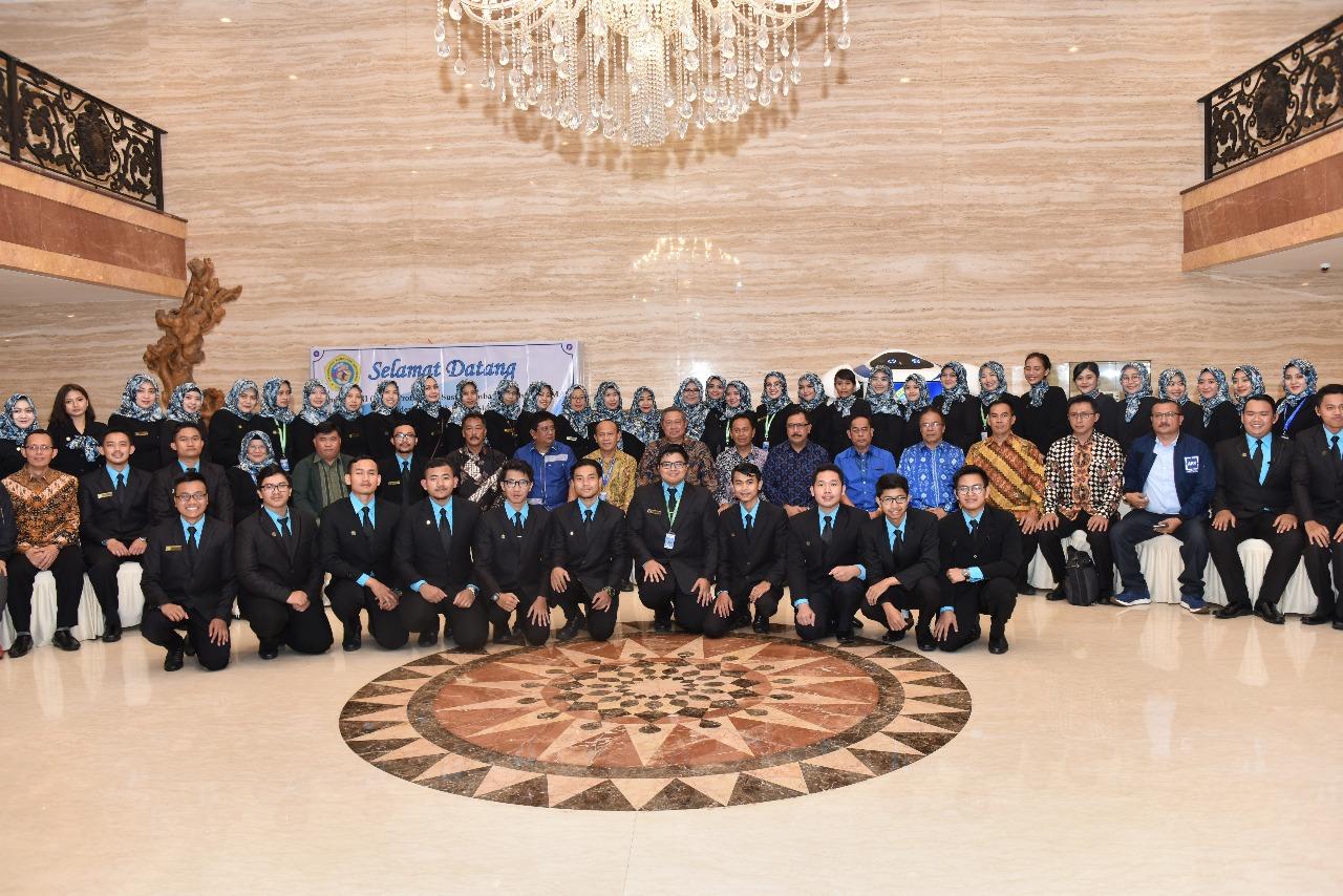 Penganugrahan Bapak Susilo Bambang Yudhoyono sebagai Bapak Pembangunan Pendidikan Teknologi Informasi Indonesia (Foto ke-8)